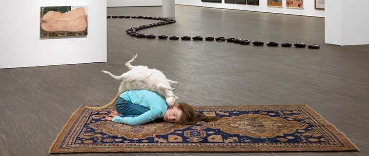 Queensize-Female-Artists-from-the-Olbricht-Collection-Installationsansicht-installation-view-©-me-Collectors-Room-Berlin-Photo-Bernd-Borchardt_2_720x306