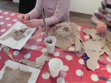 "Maskenworkshop zur Ausstellung ""Wonderful"""